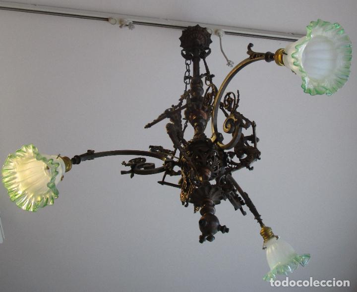Antigüedades: Antigua Lámpara de Techo de Gas - Bronce - Tulipas de Cristal - 3 Luces - Electrificada - Funciona - Foto 3 - 228007275