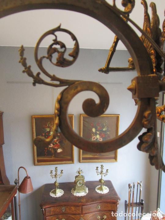 Antigüedades: Antigua Lámpara de Techo de Gas - Bronce - Tulipas de Cristal - 3 Luces - Electrificada - Funciona - Foto 8 - 228007275