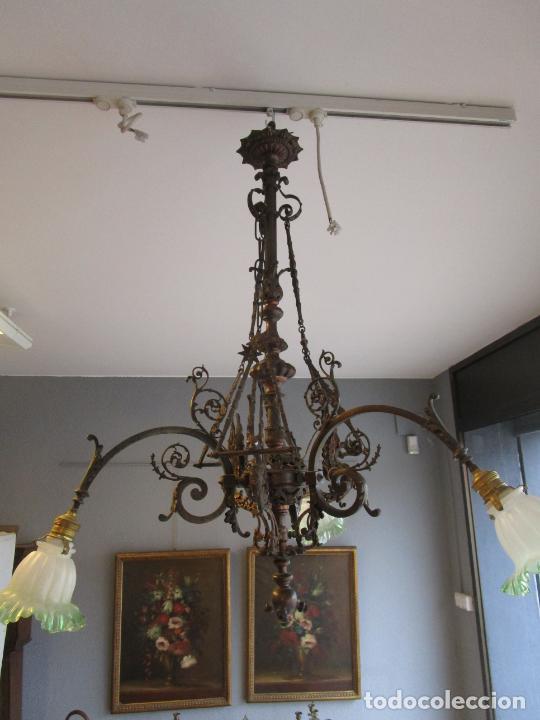 Antigüedades: Antigua Lámpara de Techo de Gas - Bronce - Tulipas de Cristal - 3 Luces - Electrificada - Funciona - Foto 17 - 228007275