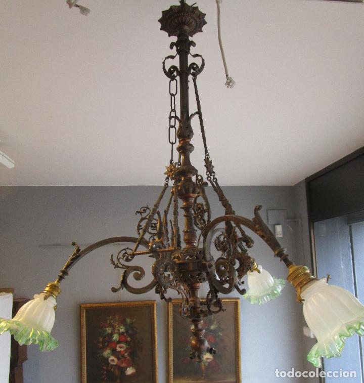 ANTIGUA LÁMPARA DE TECHO DE GAS - BRONCE - TULIPAS DE CRISTAL - 3 LUCES - ELECTRIFICADA - FUNCIONA (Antigüedades - Iluminación - Lámparas Antiguas)