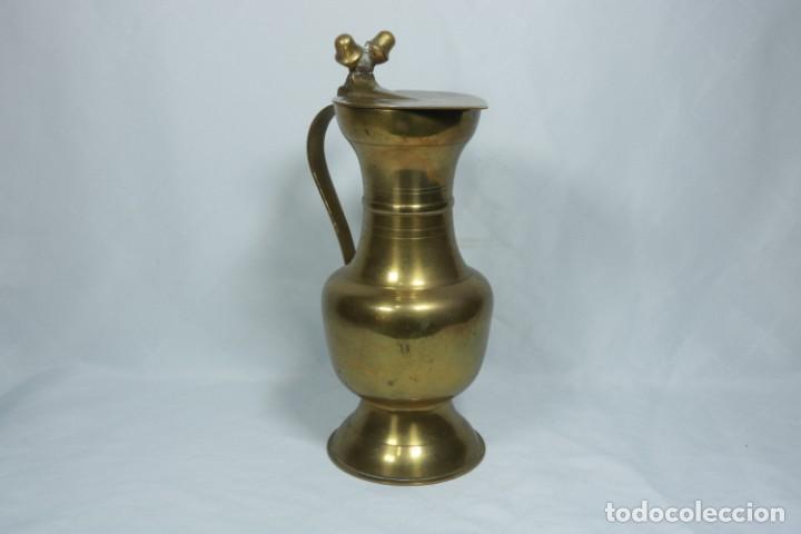 Antigüedades: Antigua jarra de latón y cobre amarillo fabricada en India - Foto 4 - 228016155