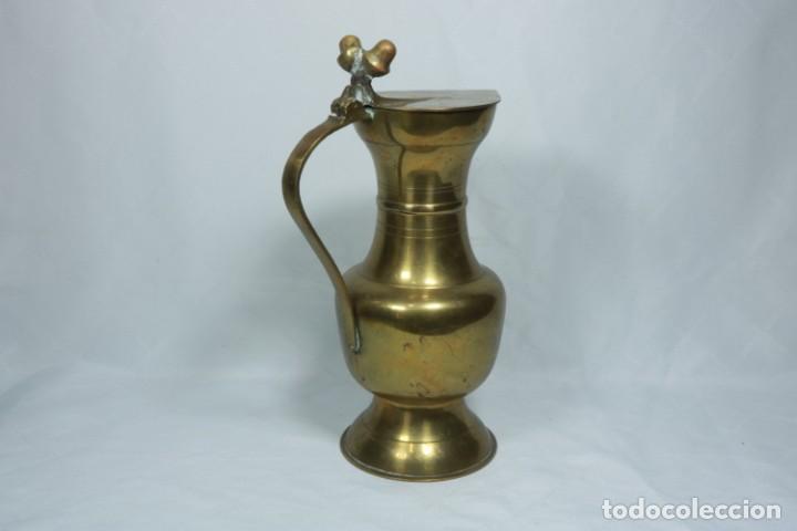 Antigüedades: Antigua jarra de latón y cobre amarillo fabricada en India - Foto 6 - 228016155