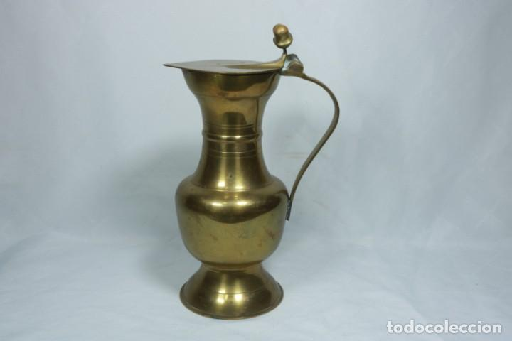 Antigüedades: Antigua jarra de latón y cobre amarillo fabricada en India - Foto 9 - 228016155