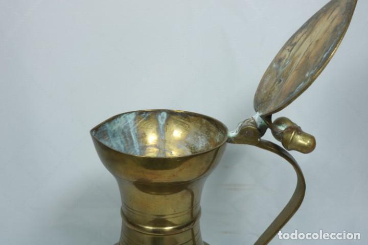 Antigüedades: Antigua jarra de latón y cobre amarillo fabricada en India - Foto 11 - 228016155
