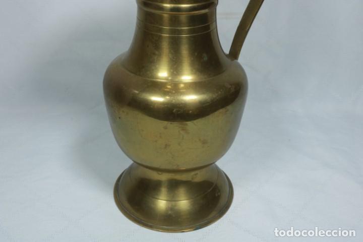 Antigüedades: Antigua jarra de latón y cobre amarillo fabricada en India - Foto 13 - 228016155
