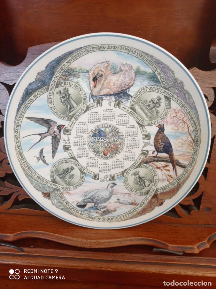 Antigüedades: PLATO CALENDARIO DE PORCELANA INGLESA WEDGWOOD DEL AÑO 2003, SEASONS BIRDS. 26 CMS - Foto 2 - 228070850
