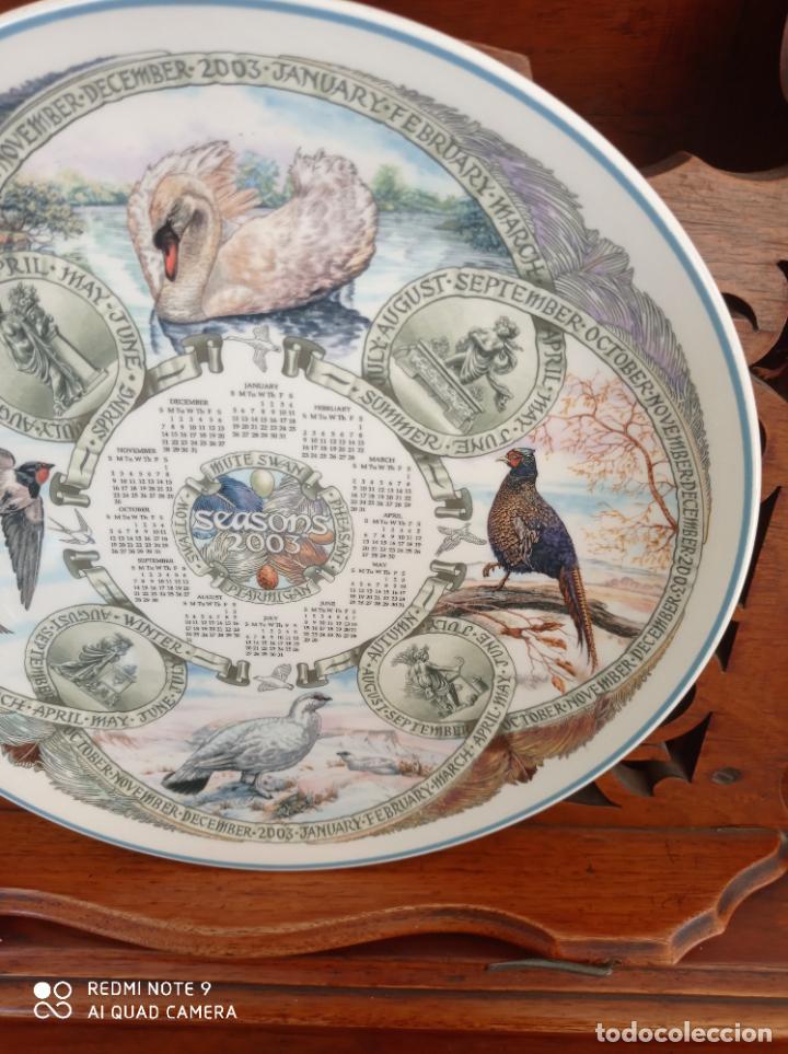 Antigüedades: PLATO CALENDARIO DE PORCELANA INGLESA WEDGWOOD DEL AÑO 2003, SEASONS BIRDS. 26 CMS - Foto 4 - 228070850