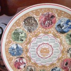 Antigüedades: PLATO CALENDARIO DE PORCELANA INGLESA WEDGWOOD DEL AÑO 1999, MILLENNIUM LITERATURE. 26 CMS. Lote 228071625