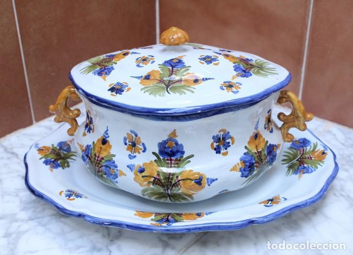 GRAN SOPERA Y BANDEJA DE TALAVERA. (Antigüedades - Porcelanas y Cerámicas - Talavera)