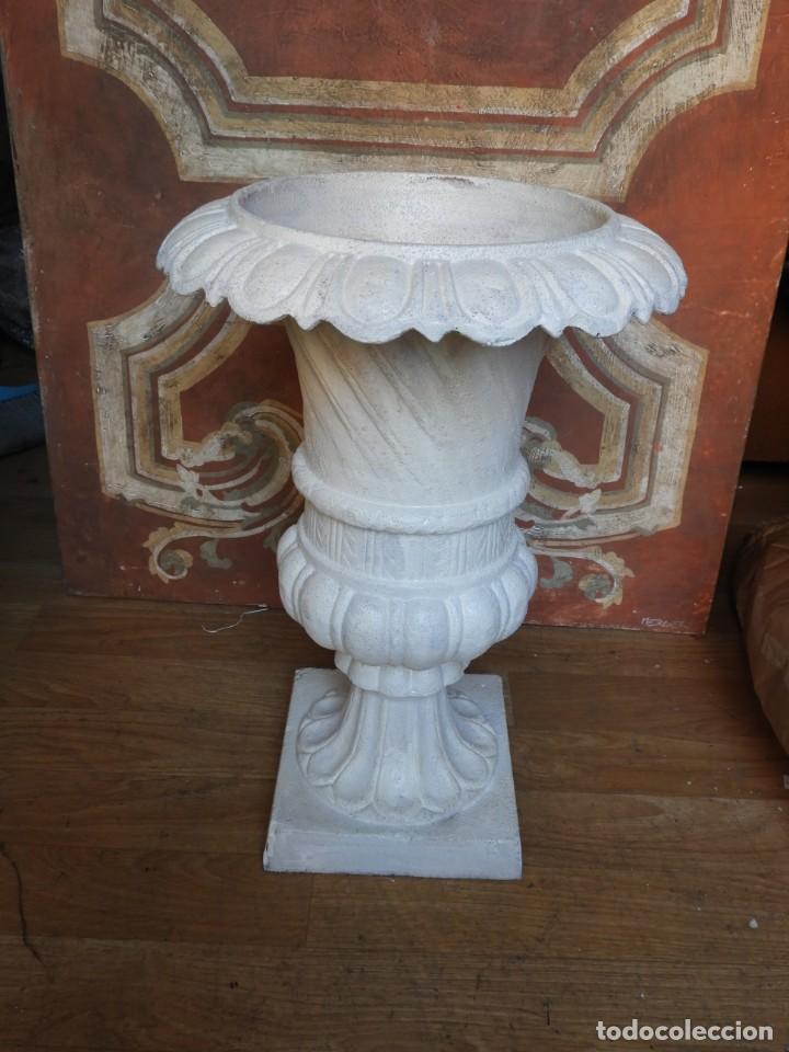Antigüedades: COPA DE HIERRO CON BONITA FORMA ALTURA 55 CM - Foto 3 - 228112945