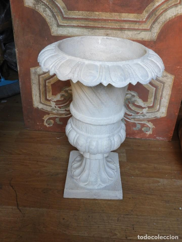 Antigüedades: COPA DE HIERRO CON BONITA FORMA ALTURA 55 CM - Foto 4 - 228112945