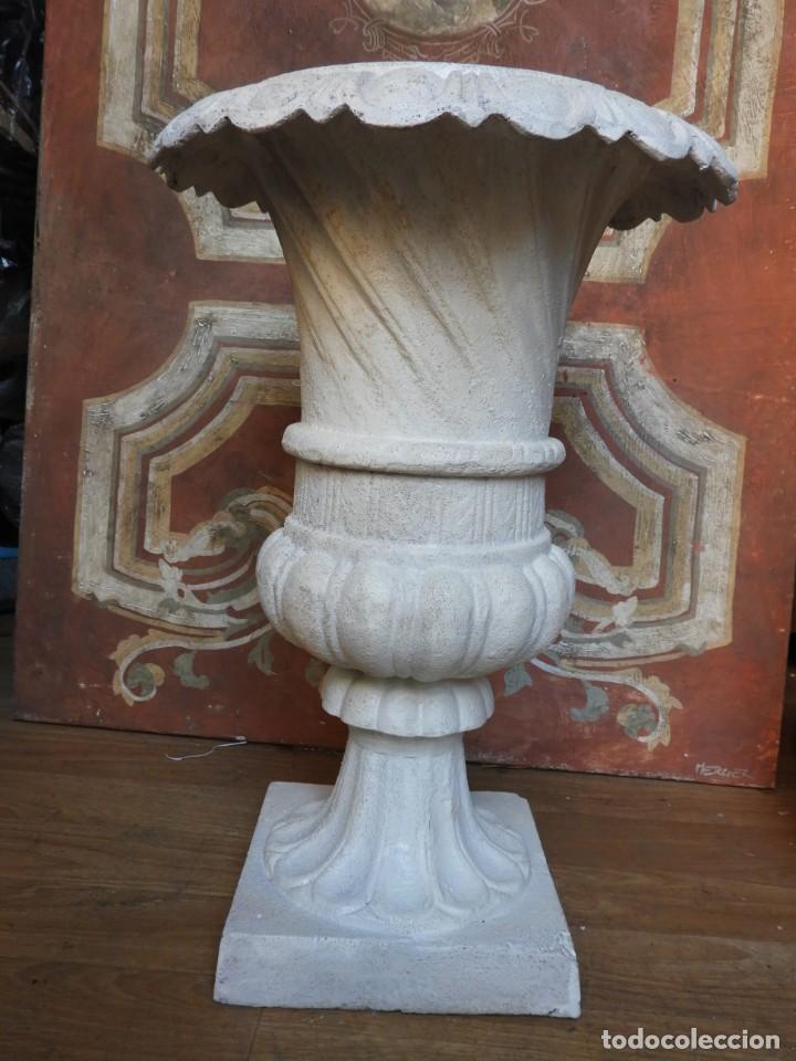 Antigüedades: COPA DE HIERRO CON BONITA FORMA ALTURA 55 CM - Foto 5 - 228112945