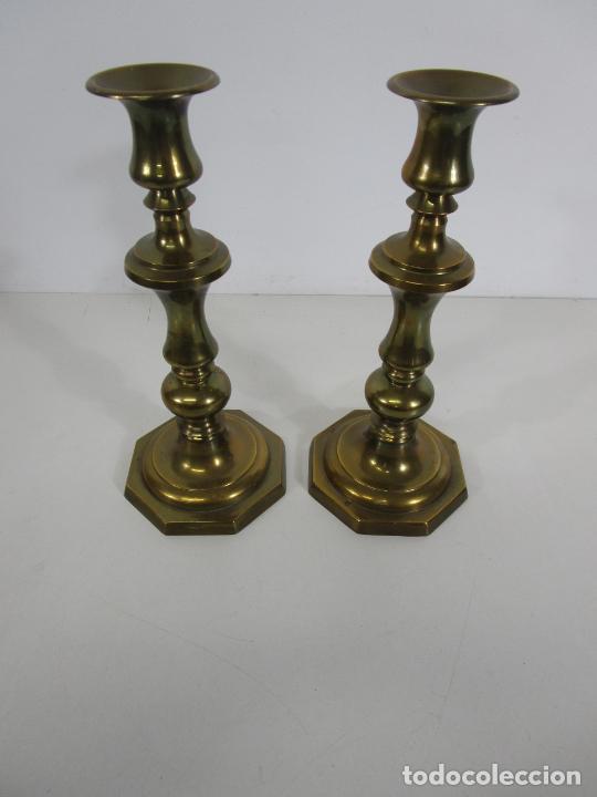 Antigüedades: Pareja de Candelabros - Macizos de Bronce - Marca JBS - Peso 1100 gr Unidad - Foto 2 - 228146150