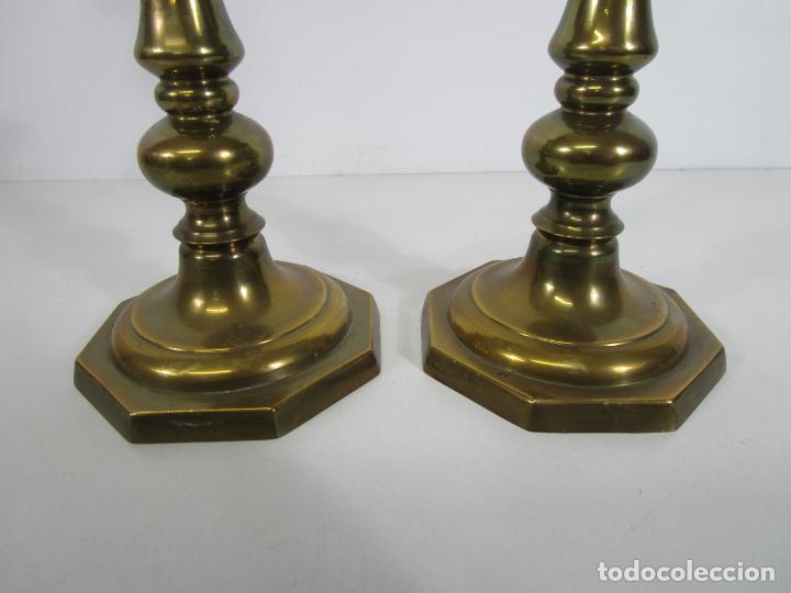 Antigüedades: Pareja de Candelabros - Macizos de Bronce - Marca JBS - Peso 1100 gr Unidad - Foto 3 - 228146150