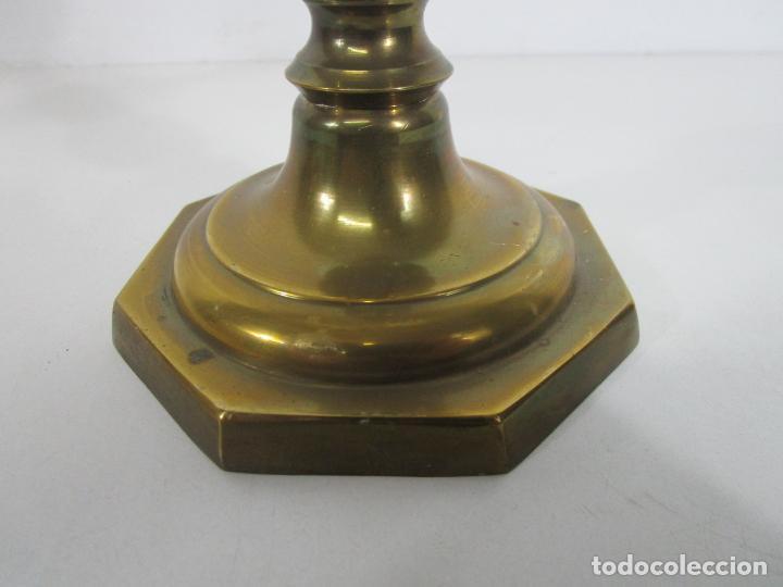Antigüedades: Pareja de Candelabros - Macizos de Bronce - Marca JBS - Peso 1100 gr Unidad - Foto 4 - 228146150