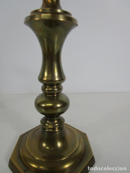 Antigüedades: Pareja de Candelabros - Macizos de Bronce - Marca JBS - Peso 1100 gr Unidad - Foto 5 - 228146150