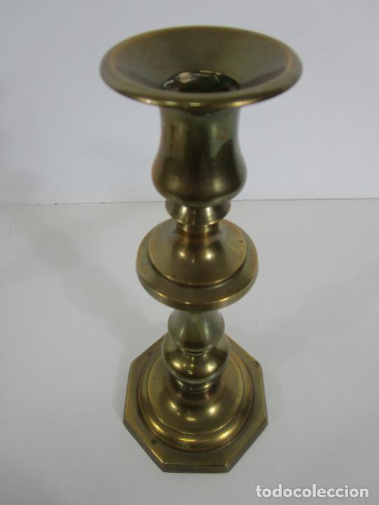 Antigüedades: Pareja de Candelabros - Macizos de Bronce - Marca JBS - Peso 1100 gr Unidad - Foto 6 - 228146150