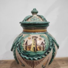 Antigüedades: JARRÓN TIPO TIBOR CERAMICA LA PILARICA - PUENTE DEL ARZOBISPO, 28CM CON TAPA. Lote 228160950