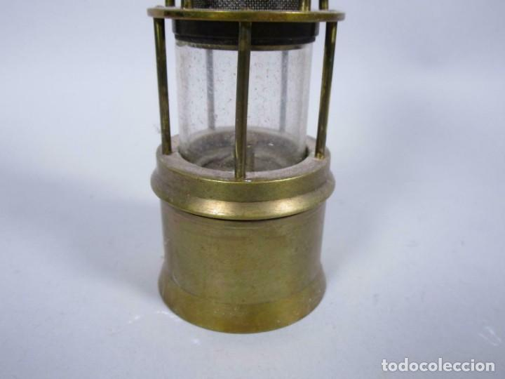 Antigüedades: ANTIGUA Y PEQUEÑA LAMPARA MINERO EN LATON 18 CM Y 24 CM TOTAL 6 cm Ø - Foto 2 - 243198135