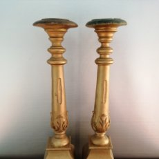 Antigüedades: ANTIGUOS CANDELABROS DE ALTAR MADERA TALLADA. Lote 228196695
