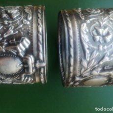 Antigüedades: SERVILLETERO ANTIGUO REPUJADO. Lote 228243895