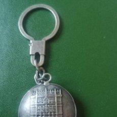 Antigüedades: LLAVERO ANTIGUO BODAS DE PLATA DERECHO 1962 1967. Lote 228245100