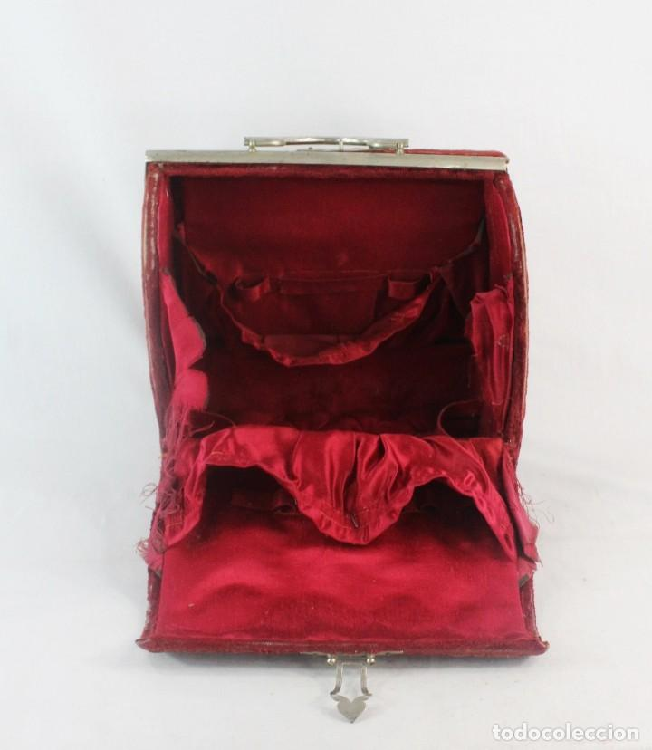Antigüedades: Maletín en terciopelo, seda y herrajes. ca 1880 - 23x23x14cm - Foto 7 - 228268600