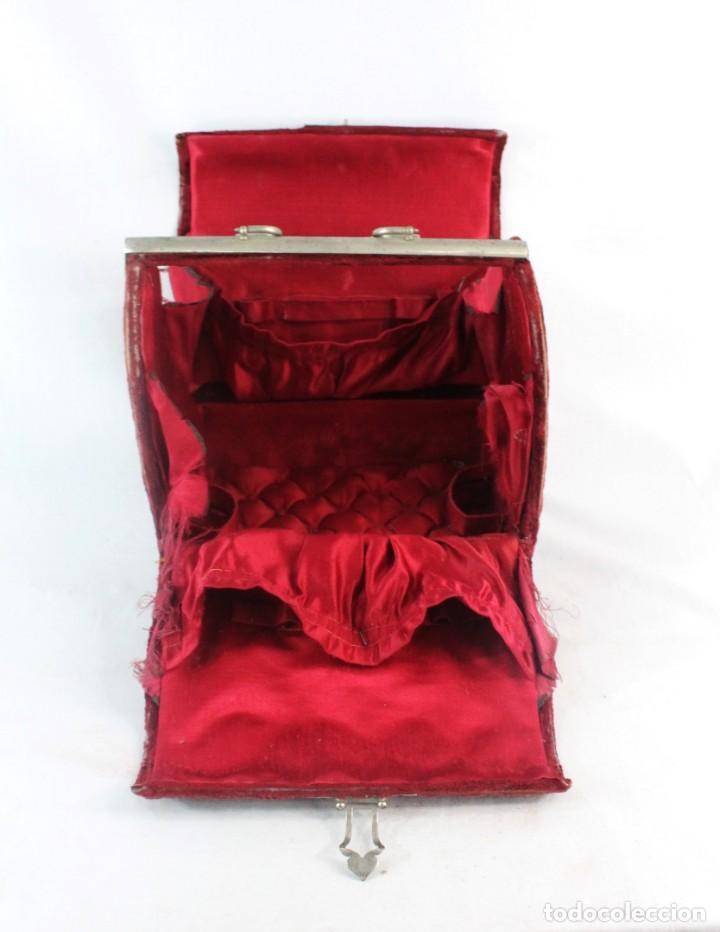 Antigüedades: Maletín en terciopelo, seda y herrajes. ca 1880 - 23x23x14cm - Foto 8 - 228268600
