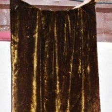 Antigüedades: GRAN CORTINA ART NOUVEAU EN TEJIDO TIPO TERCIOPELO O HILO CORTADO. MUY GRUESA, BORDADO EN BAJO. Lote 228290540