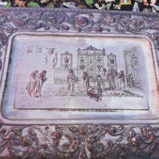 Antigüedades: ANTIGUA BANDEJA LABRADA EN METAL PLATA.. CREO QUE BAÑO DE PLATA.. ISABEL LA CATÓLICA... Lote 228294625