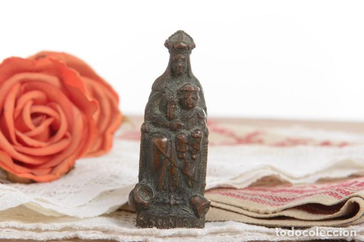 Antigüedades: Antigua Virgen de latón en miniatura - Foto 2 - 228343870
