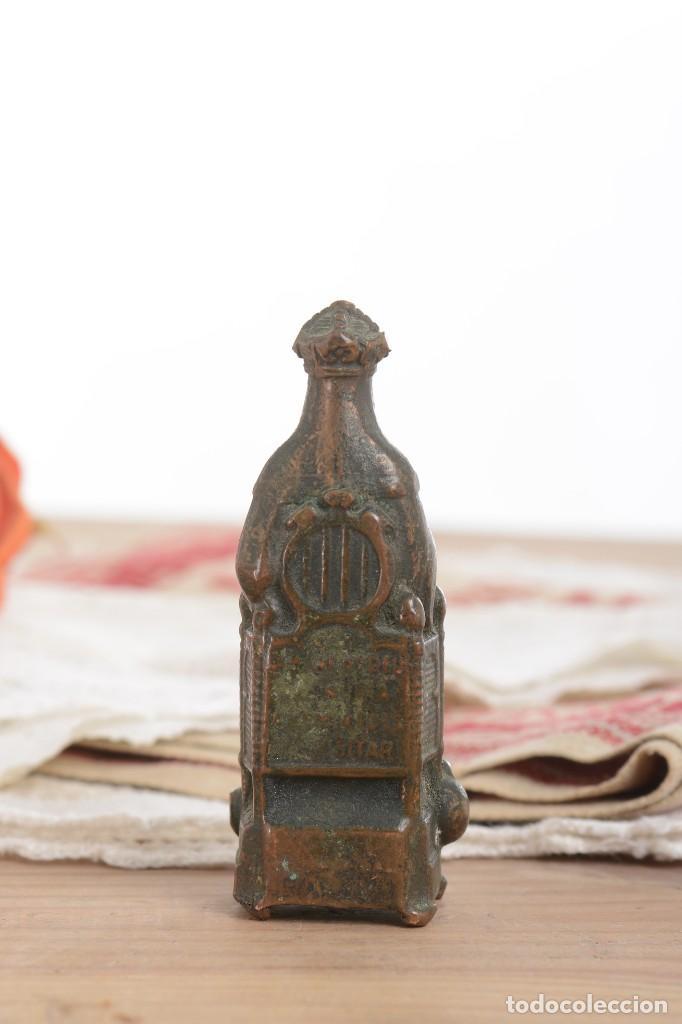 Antigüedades: Antigua Virgen de latón en miniatura - Foto 4 - 228343870