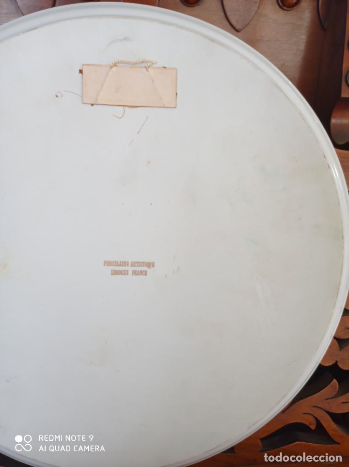 Antigüedades: PLATO DE COLGAR DE PORCELANA LIMOGES, 31,5 CMS DE DIAMETRO. PRECIOSO.EN FUCSIA Y ORO. VER FOTOS - Foto 6 - 228349180