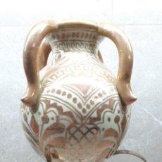 Antigüedades: FAJALAUZA, ANTIGUO JARRON VIDRIDADO DE 4 ASAS, CANTARO DE LOZA DORADA 32 X 22.. Lote 228358715