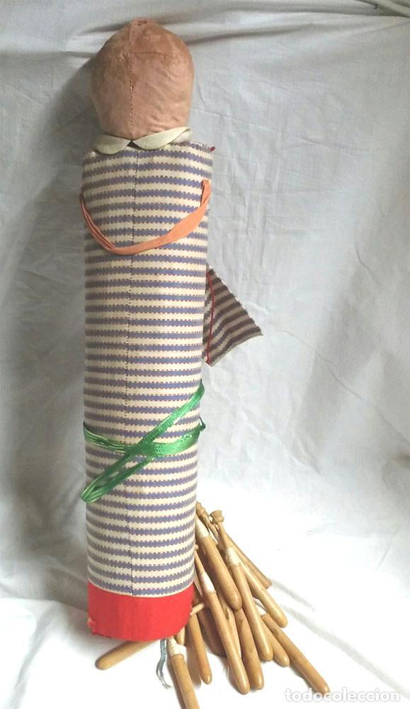 Antigüedades: Bolillos Divertido Cojin Almohada Cabeza Celuloide, entran todos los bolillos. Med. 50 cm - Foto 3 - 228417035