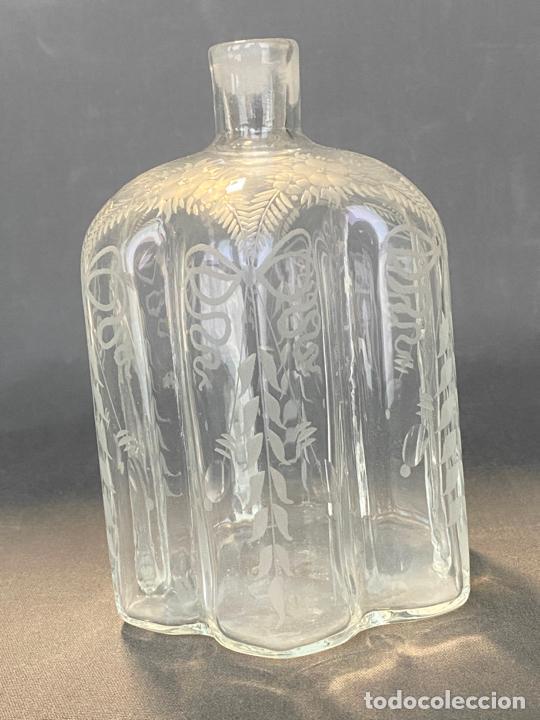Antigüedades: ancient bottle glass decanter etched engraved bohemian , antigua botella grabada siglo 18 - Foto 2 - 228431790