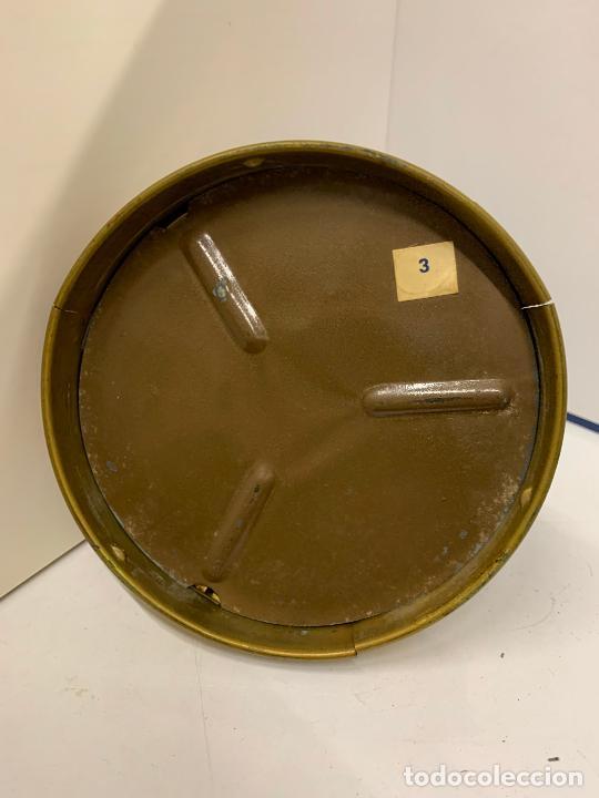 Antigüedades: Encantadora palmatoria o candelabro en laton y opalina pintada a mano, con interruptor. Original - Foto 4 - 228491530