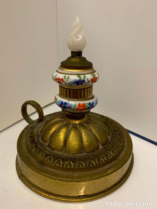 Antigüedades: Encantadora palmatoria o candelabro en laton y opalina pintada a mano, con interruptor. Original - Foto 6 - 228491530