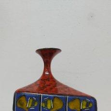 Antigüedades: PRECIOSO JARRÓN DE CERAMICA FIRMADO Y NUMERADO. Lote 228507775