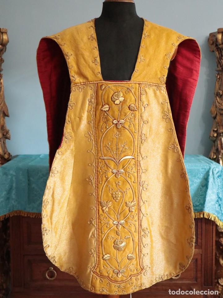 Antigüedades: Casulla confeccionada en tisú bordado con hilo de oro. Francia, siglo XIX. - Foto 2 - 228513490