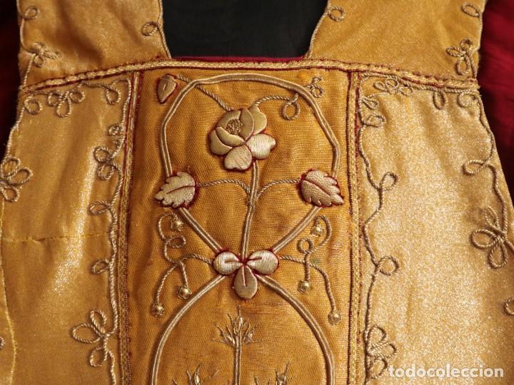 Antigüedades: Casulla confeccionada en tisú bordado con hilo de oro. Francia, siglo XIX. - Foto 4 - 228513490
