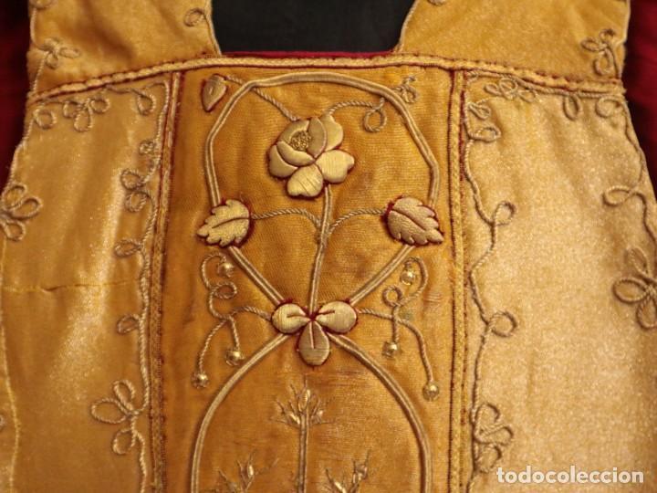 Antigüedades: Casulla confeccionada en tisú bordado con hilo de oro. Francia, siglo XIX. - Foto 6 - 228513490