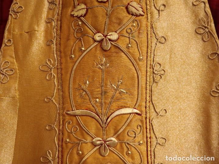 Antigüedades: Casulla confeccionada en tisú bordado con hilo de oro. Francia, siglo XIX. - Foto 7 - 228513490