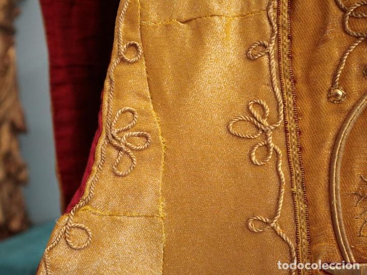 Antigüedades: Casulla confeccionada en tisú bordado con hilo de oro. Francia, siglo XIX. - Foto 9 - 228513490