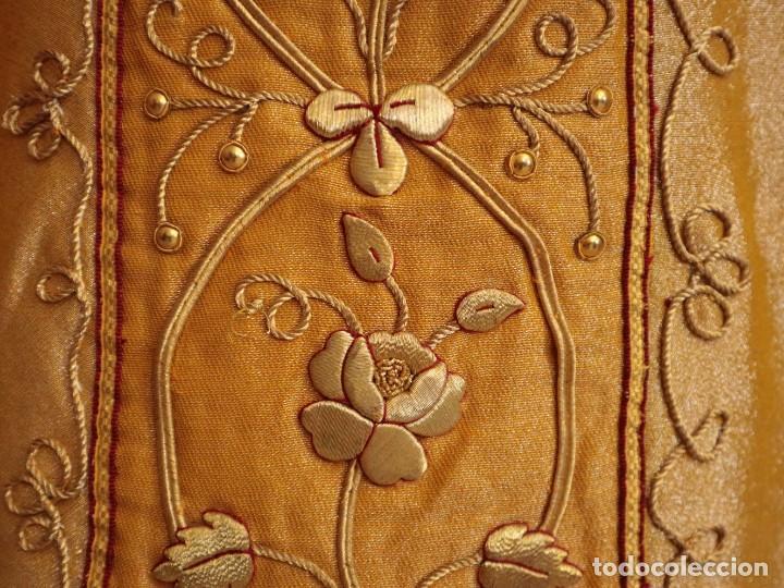 Antigüedades: Casulla confeccionada en tisú bordado con hilo de oro. Francia, siglo XIX. - Foto 10 - 228513490