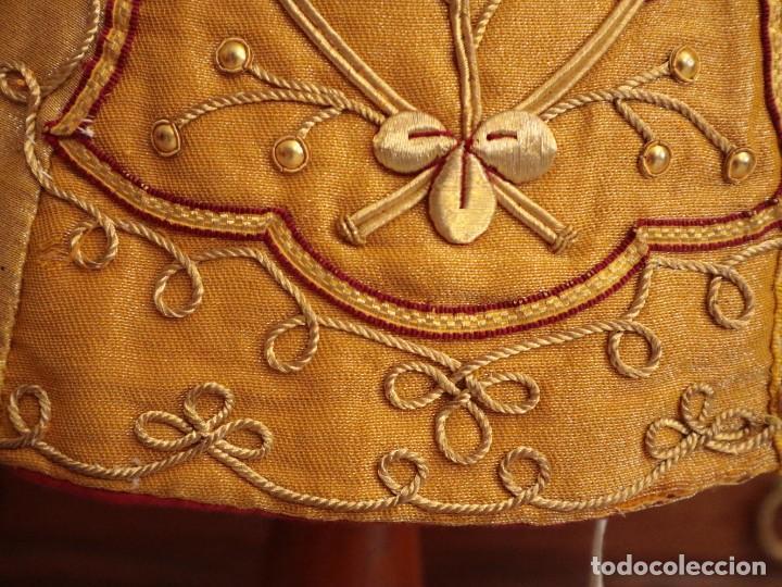 Antigüedades: Casulla confeccionada en tisú bordado con hilo de oro. Francia, siglo XIX. - Foto 12 - 228513490