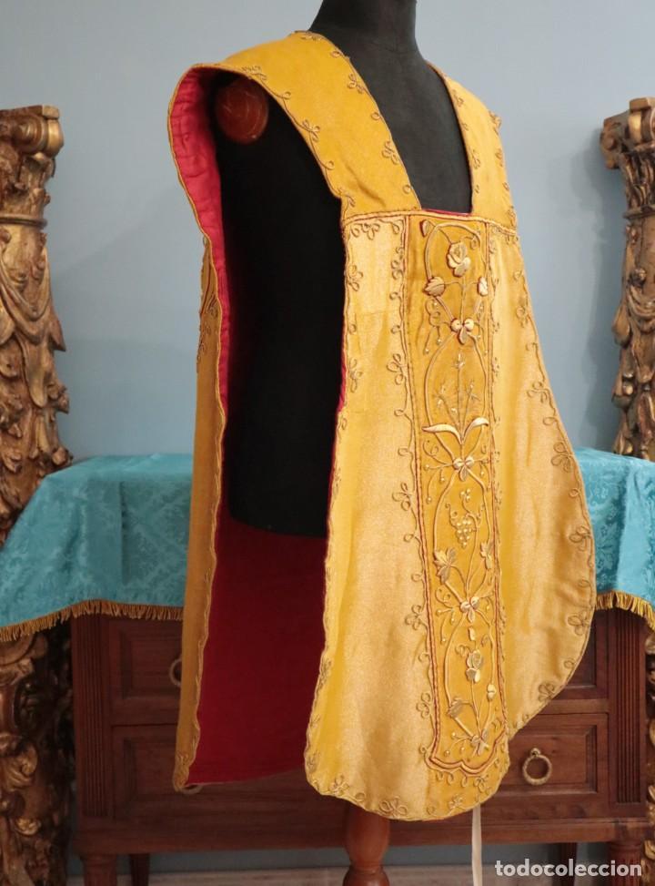 Antigüedades: Casulla confeccionada en tisú bordado con hilo de oro. Francia, siglo XIX. - Foto 13 - 228513490