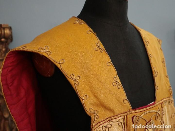 Antigüedades: Casulla confeccionada en tisú bordado con hilo de oro. Francia, siglo XIX. - Foto 14 - 228513490