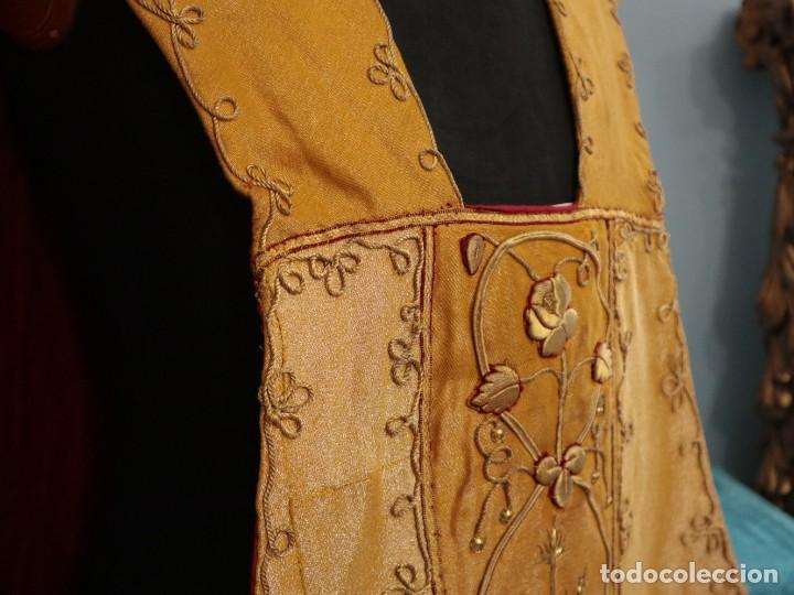 Antigüedades: Casulla confeccionada en tisú bordado con hilo de oro. Francia, siglo XIX. - Foto 15 - 228513490