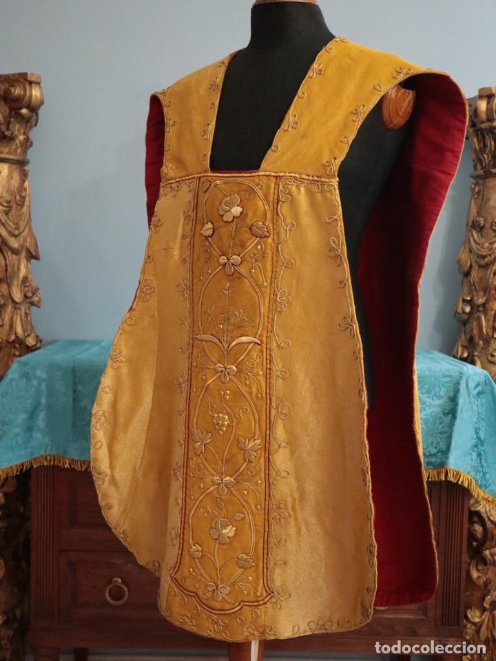 Antigüedades: Casulla confeccionada en tisú bordado con hilo de oro. Francia, siglo XIX. - Foto 17 - 228513490